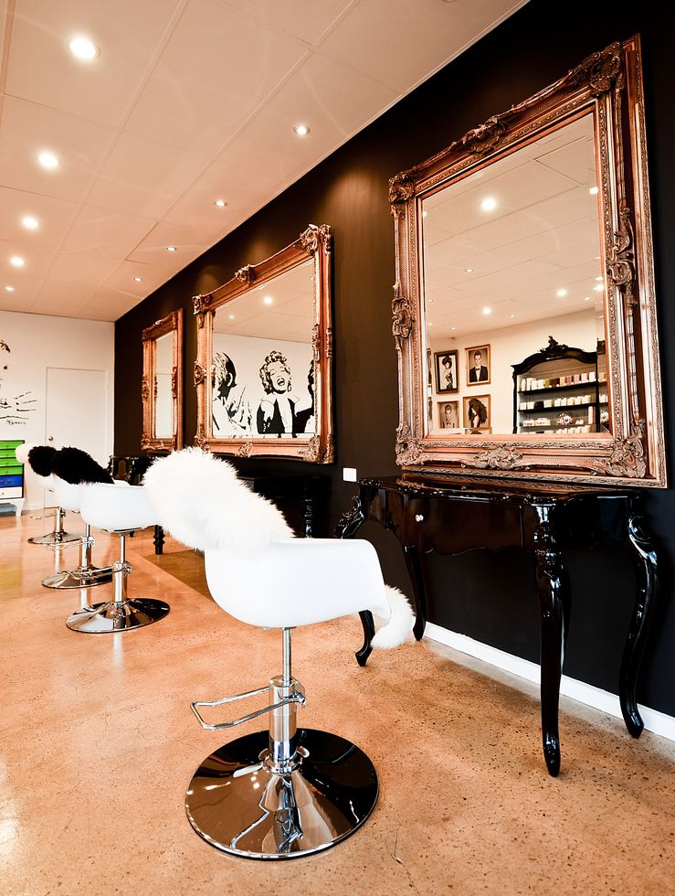 Salon1.jpg - large
